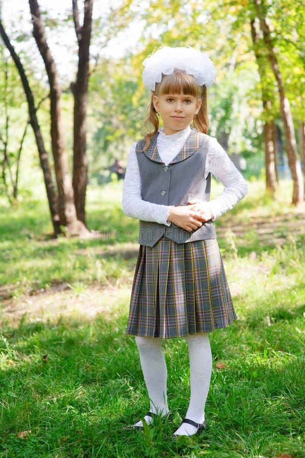 女小学生第一辆平地机 库存照片