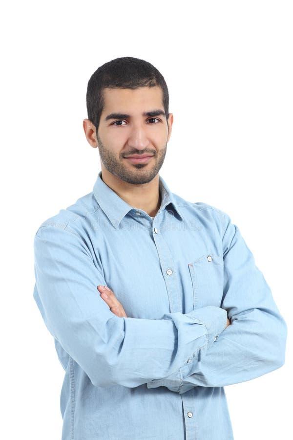 摆在与被交叉的双臂的阿拉伯偶然人 免版税库存照片