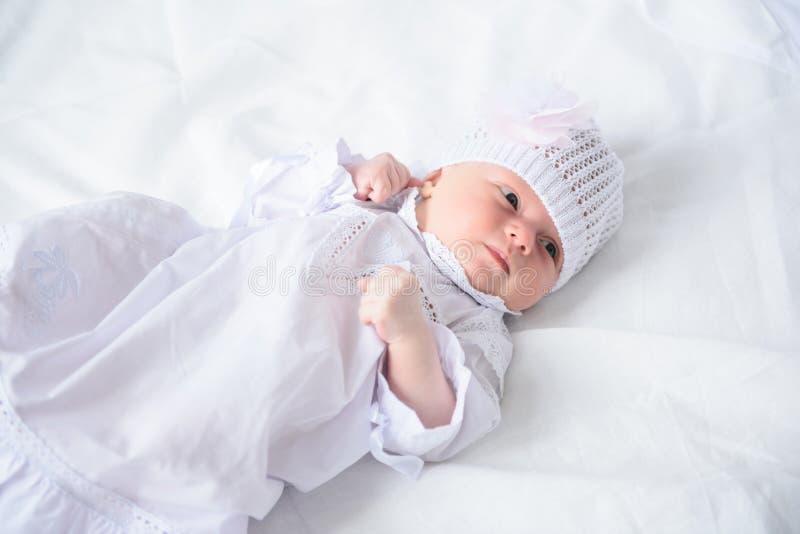 摆在为照相机的愉快婴孩 库存图片