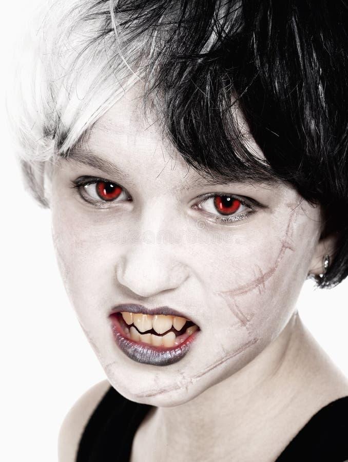 摆在作为吸血鬼的假发的女孩 库存照片