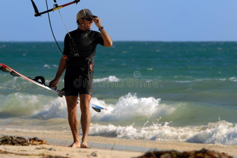 摆在冲浪者的风筝 库存图片