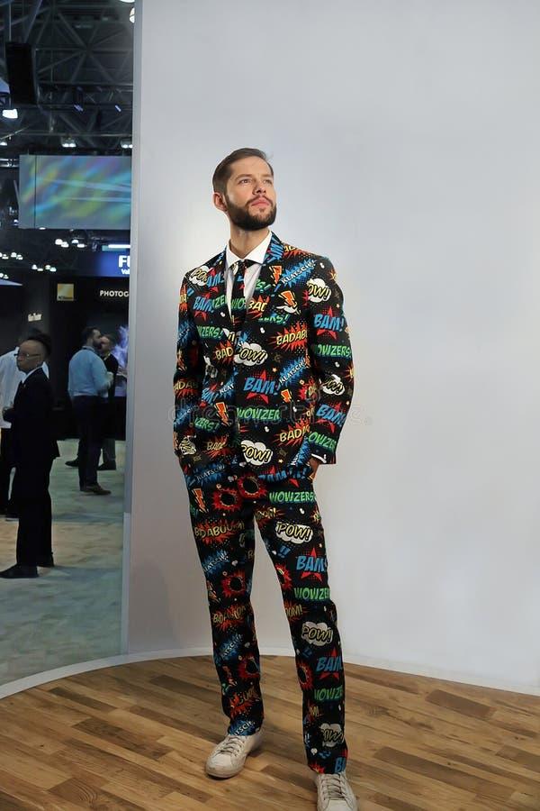 摆在在NY的Photoplus商展的一个男性模型 免版税图库摄影