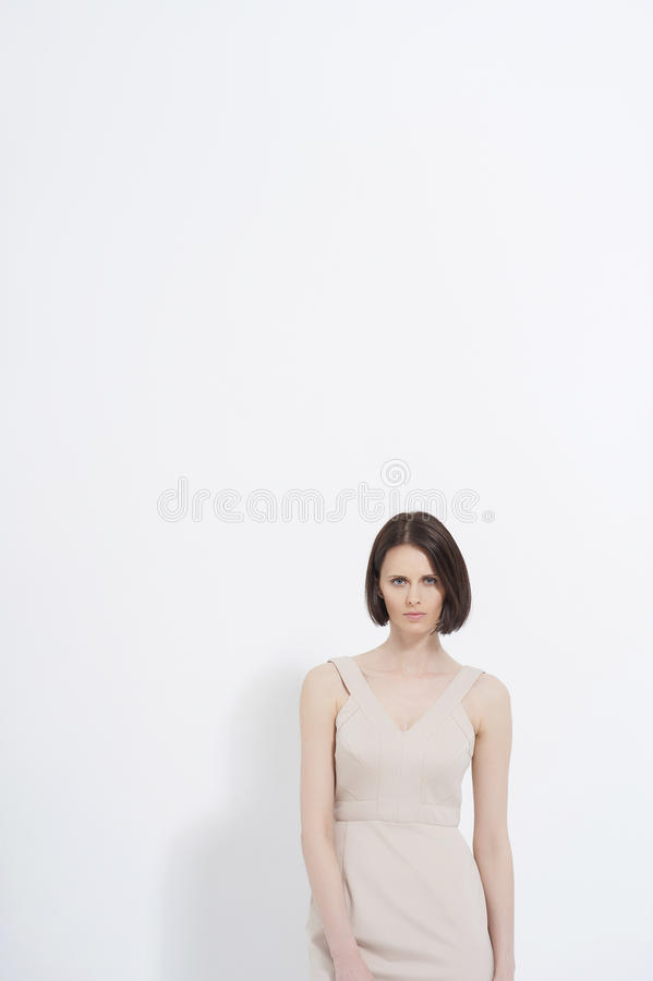 摆在妇女年轻人的美丽的礼服 库存图片