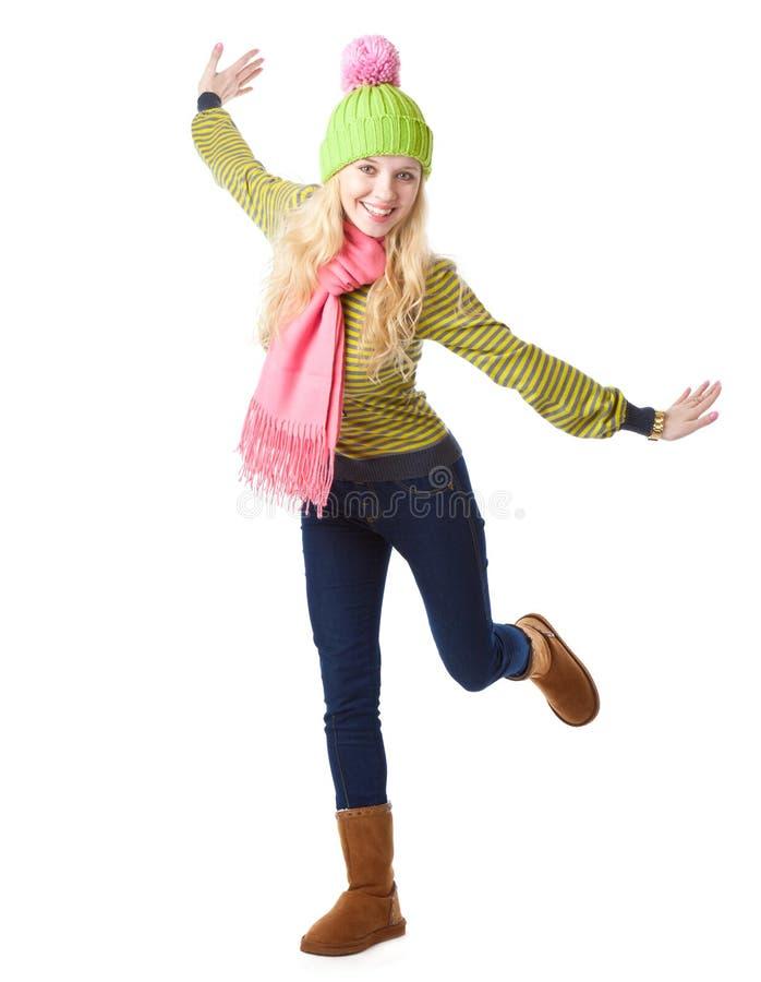 摆在微笑的快乐的女孩玻璃 免版税库存照片