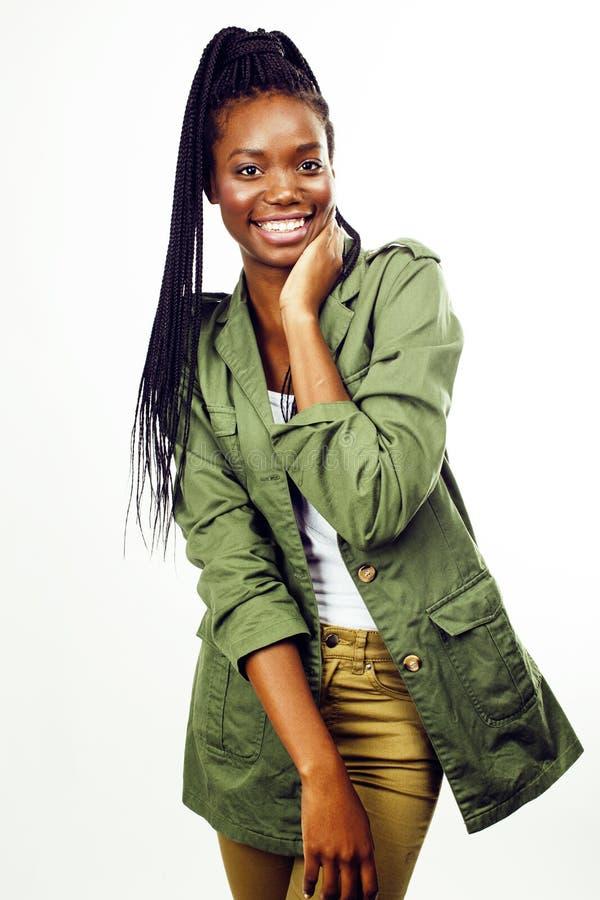 摆在快乐情感在白色背景被隔绝,生活方式人概念的年轻俏丽的非裔美国人的女孩 免版税库存图片