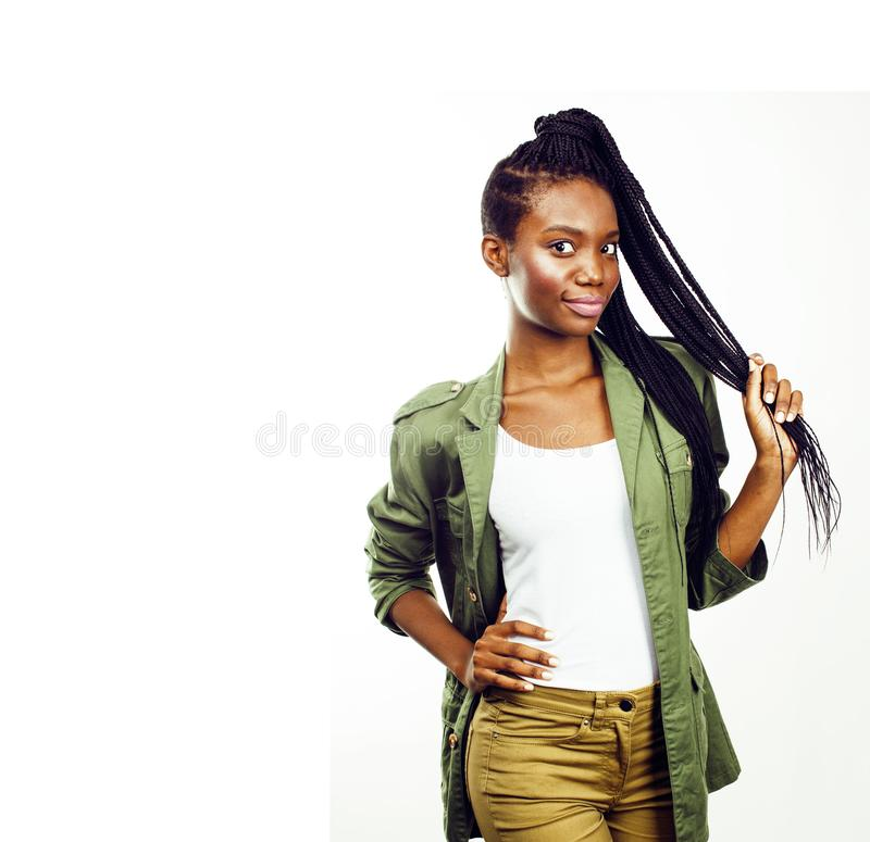 摆在快乐情感的年轻俏丽的非裔美国人的女孩  免版税图库摄影