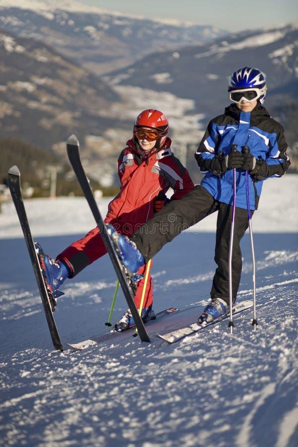 摆在滑雪的孩子 图库摄影