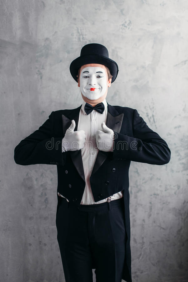 摆在男性喜剧的艺术家,马戏演员 库存照片