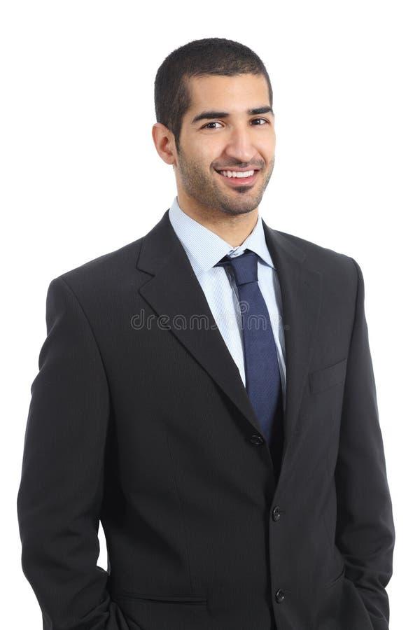 摆在确信的佩带的衣服的英俊的阿拉伯商人 免版税库存照片