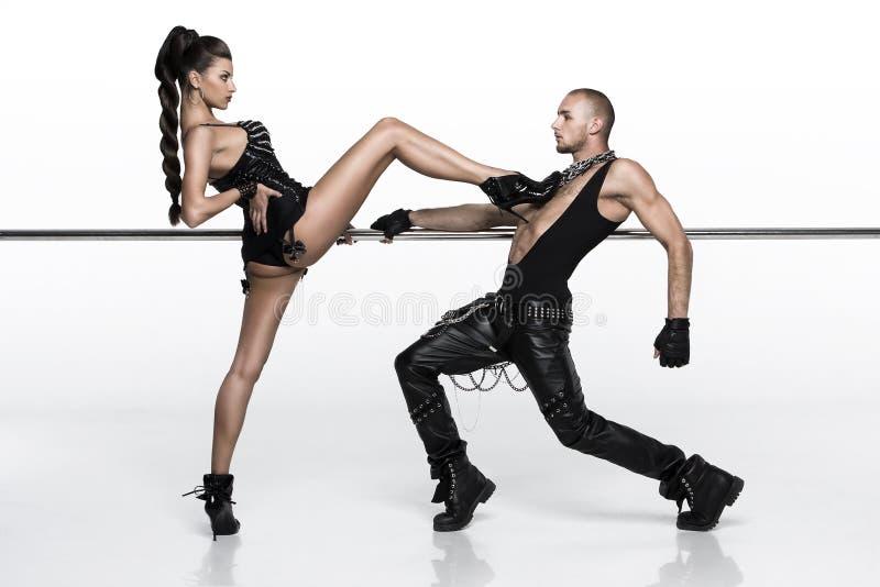 摆在空白背景的舞蹈演员 免版税库存照片