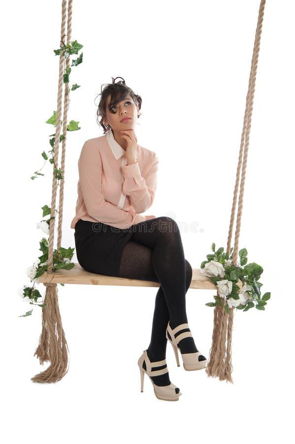 Download 摇摆的美丽的妇女 库存图片. 图片 包括有 妇女, 裙子, 人员, 绿色, 位子, 绳索, 垂直, beautifuler - 30335689