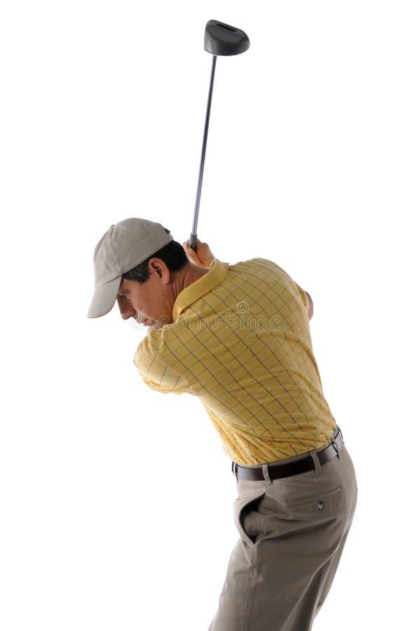 摇摆高尔夫俱乐部的中年高尔夫球运动员 免版税库存图片
