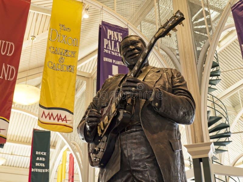 摇滚乐传奇BB国王雕象在孟菲斯访客中心在田纳西美国 库存照片