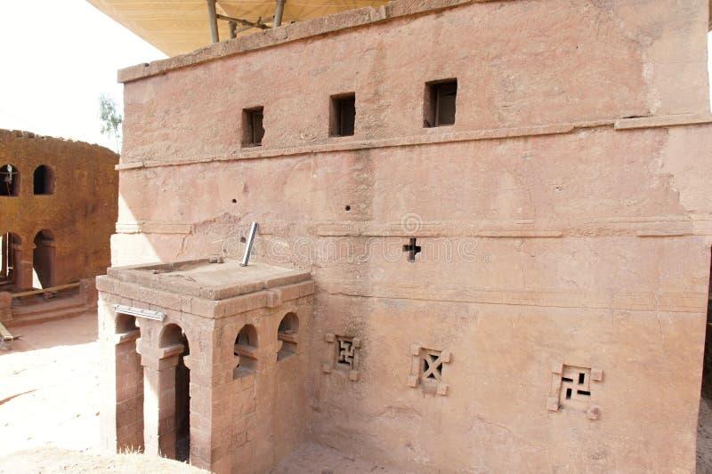 摇滚被砍成的教会在拉利贝拉 免版税库存照片