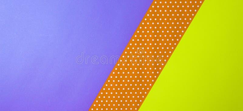 摘要几何黄色,紫色和橙色圆点纸背景 免版税库存图片