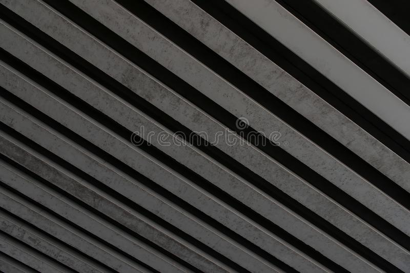 摘要大线性金属设计 镶边灰色背景 免版税库存照片