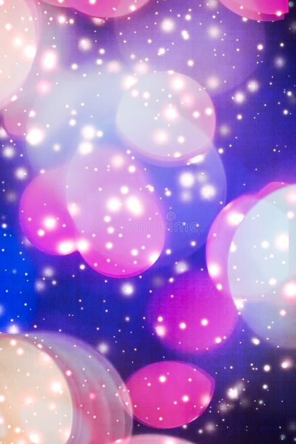 摘要宇宙满天星斗的天窗和发光的闪烁,豪华假日背景 免版税库存照片