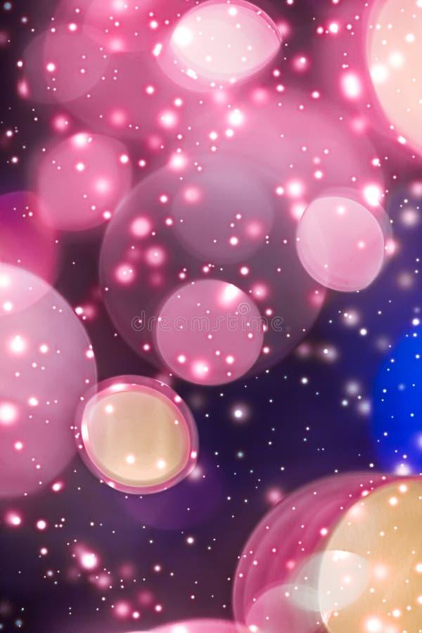 摘要宇宙满天星斗的天窗和发光的闪烁,豪华假日背景 免版税库存图片
