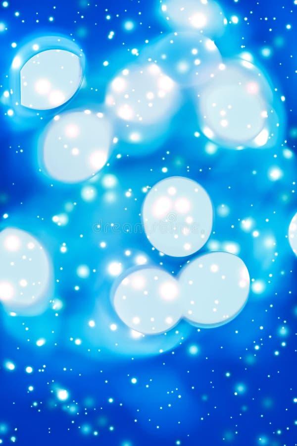 摘要宇宙满天星斗的天窗和发光的闪烁,豪华假日背景 图库摄影