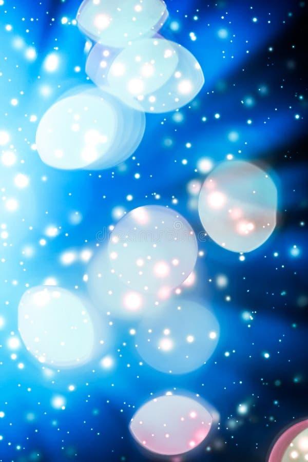 摘要宇宙满天星斗的天窗和发光的闪烁,豪华假日背景 库存图片