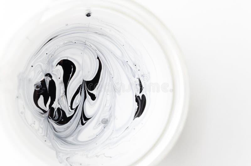 摘要混合了两黑种类的油漆-白色和 顶视图 免版税库存照片