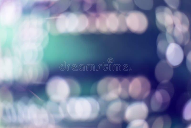 摘要被弄脏蓝色和银色闪烁的亮光电灯泡光背景:圣诞节墙纸装饰迷离  免版税库存图片