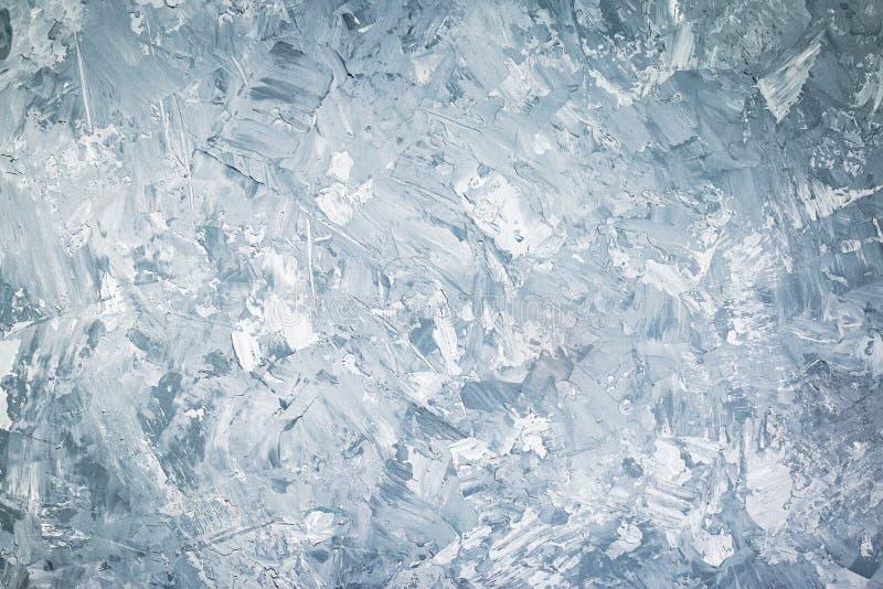 摘要难看的东西装饰蓝色或灰色灰泥墙壁背景 网横幅或墙纸,拷贝空间,水平 免版税库存图片