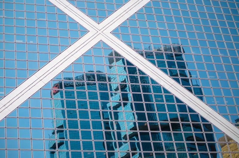 摩天大楼低角度视图在香港,现代办公楼的被定调子的图象 图库摄影