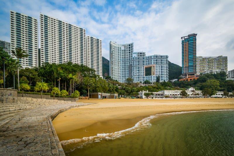 摩天大楼和海滩在浅水湾,在香港,香港 免版税库存图片