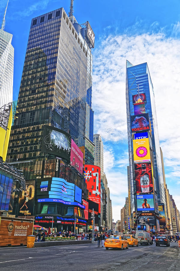 摩天大楼在百老汇和第7条大道的时代广场 图库摄影