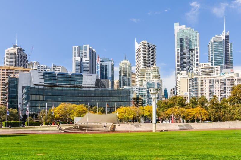 摩天大楼在Tumbalong公园在悉尼,澳大利亚 免版税图库摄影