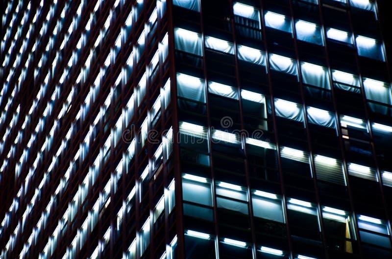 摩天大楼夜场面 免版税库存照片