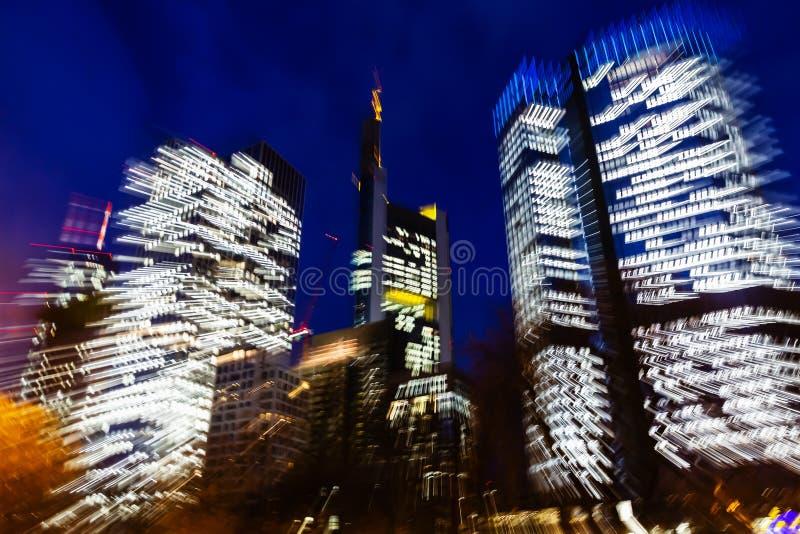 摩天大楼的抽象徒升图片在法兰克福,德国,在晚上 图库摄影