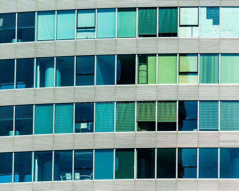 摩天大楼营业所,公司大厦Windows在伊斯坦布尔 免版税库存照片