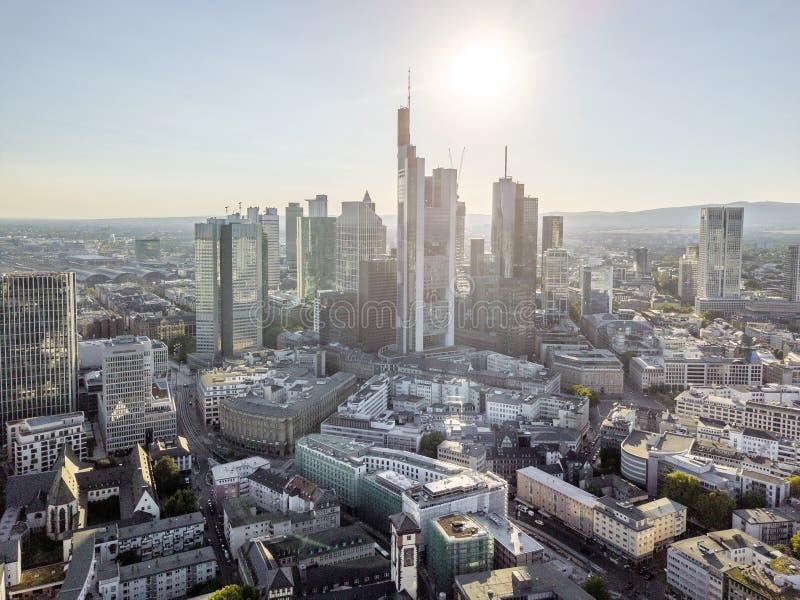 摩天大楼鸟瞰图在美因河畔法兰克福,德国街市  库存图片