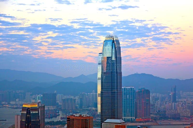 摩天大楼IFC上面在夜之前 库存照片