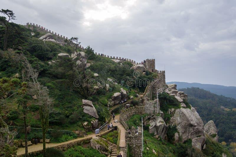 摩尔人城堡中世纪城堡在辛特拉,葡萄牙 免版税库存图片