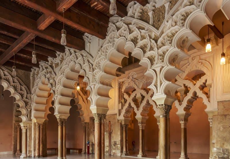 摩尔人Taifa Aljaferia宫殿北边大厅  库存图片