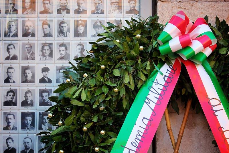 摩德纳,伊米莉亚罗马甘,意大利,意大利的党羽的纪念照片有月桂树冠的 库存照片
