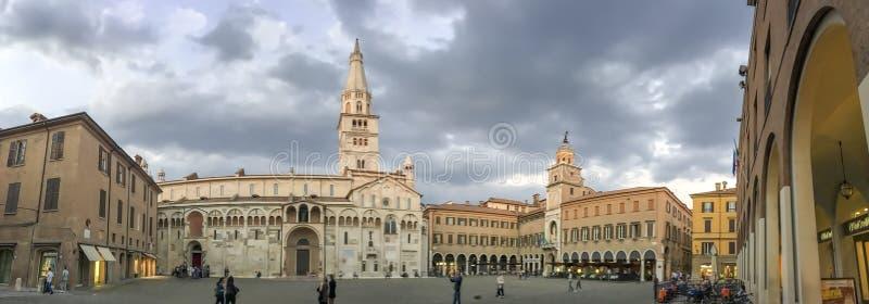 摩德纳,意大利- 2016年9月30日:游人参观市中心, 免版税库存图片