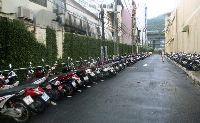 摩托车停车处在Jungceylon购物中心,普吉岛,泰国 免版税库存图片