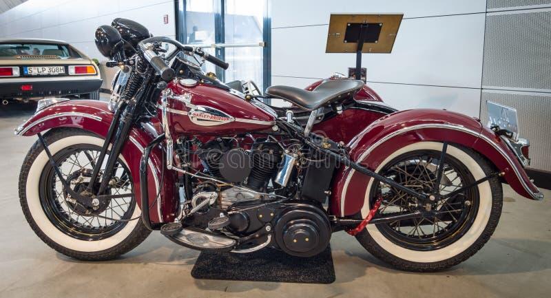摩托车哈利戴维森WLA 45 Gespann, 1944年与边车Simard Rocketman, 1934年 库存图片