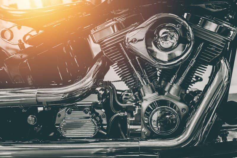 摩托车引擎发光的镀铬物 免版税图库摄影