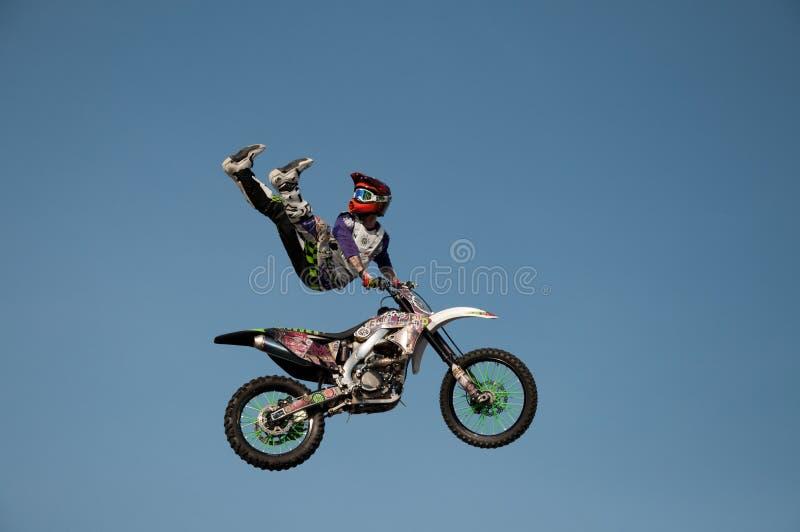 Download 摩托车特技演员 编辑类库存图片. 图片 包括有 执行, 骑自行车的人, 危险, 特技, 摩托车, 执行者 - 82905794