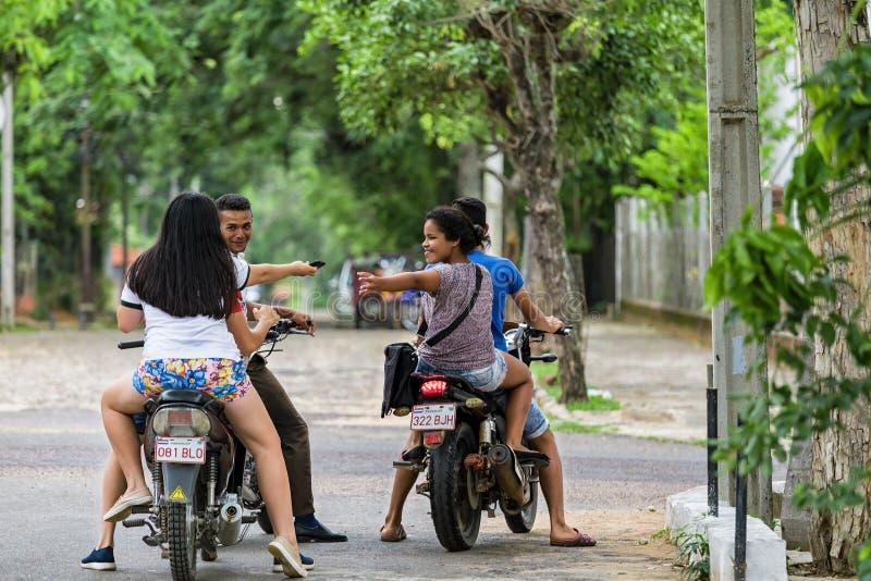 摩托车的四个少年在圣伯纳迪诺巴拉圭 库存图片