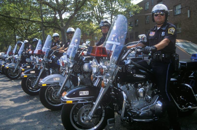 摩托车的警察在总统候选人比尔・克林顿和副总统的候选人戈尔的一次参观期间Pa的 免版税图库摄影