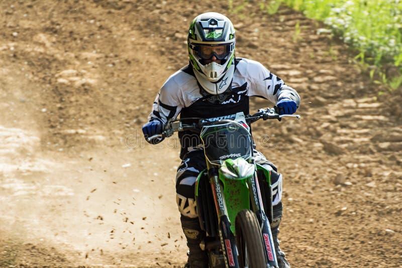 摩托车越野赛竟赛者 免版税库存图片