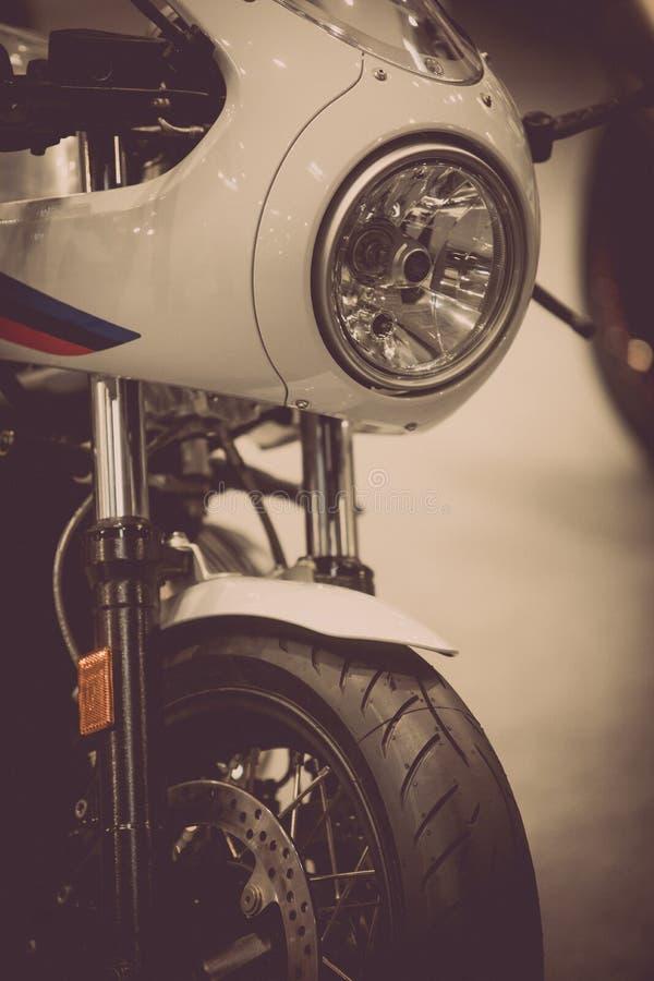 摩托车车灯和前轮 库存照片
