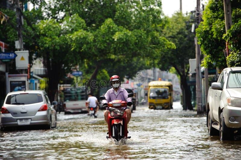 摩托车骑士在曼谷,泰国乘坐充斥 免版税库存照片