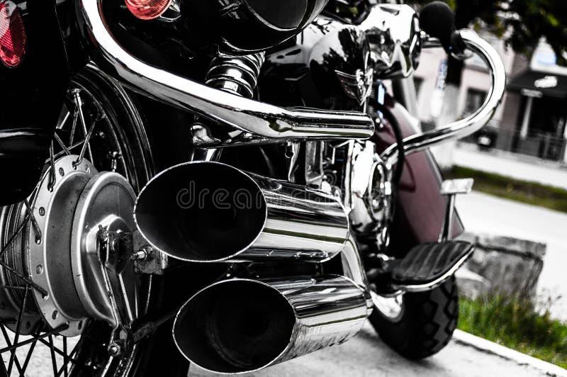 摩托车,双重排气管 查出的背面图白色 艺术性地变色的照片 双向地 马达样式 库存图片